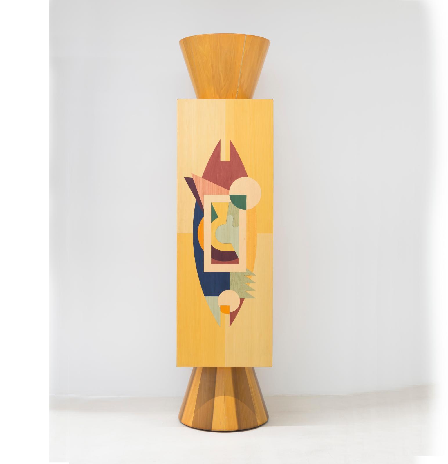 Alessandro Mendini (né en 1931),  Colonna ollo (1980), meuble colonne, en bois laqué et marqueterie, 220x50x50cm. Galerie Italienne.