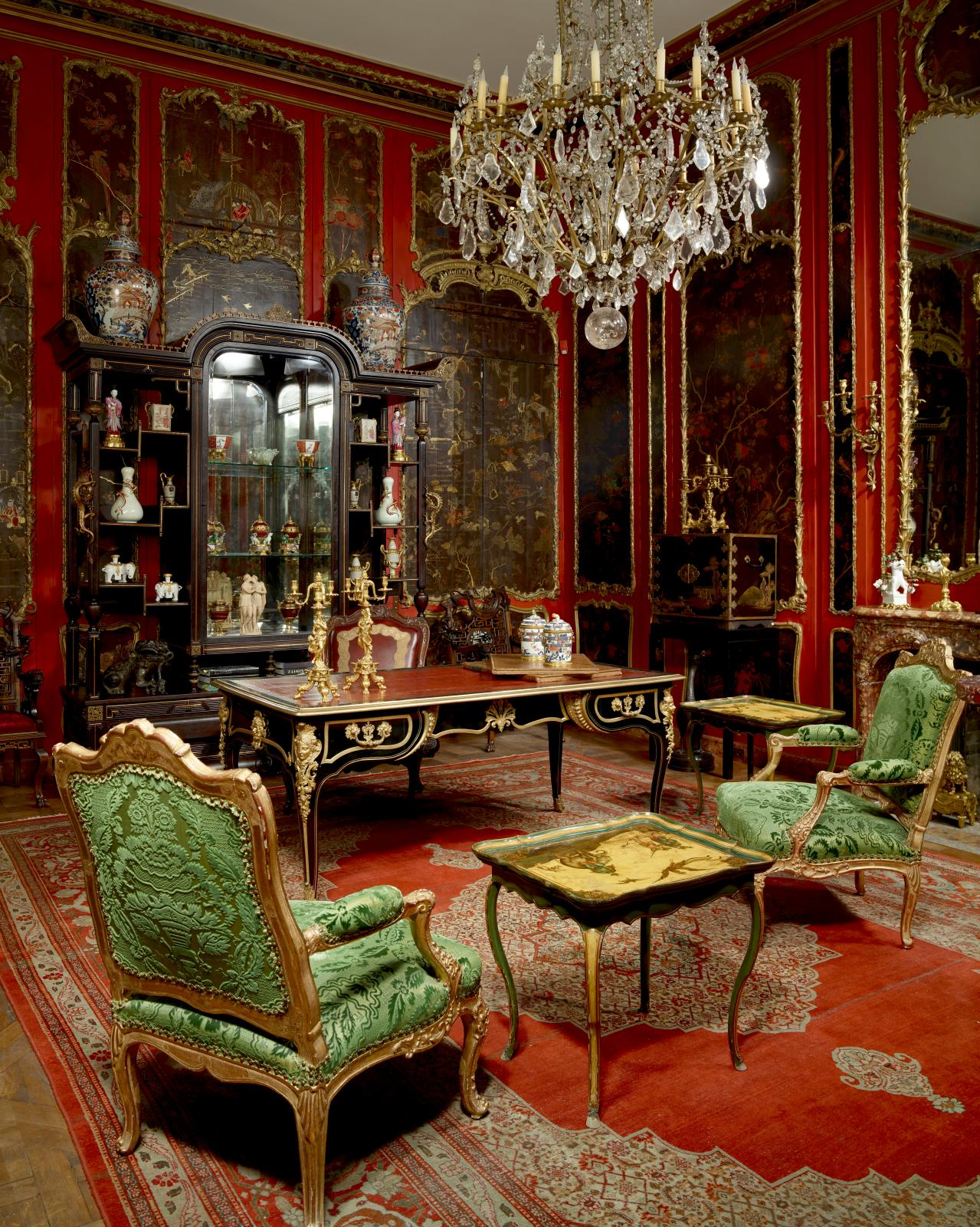 Against a background of wood panelling with mid-18th century Chinese lacquer decorations from the Hôtel de Boisgelin, a desk by François Lieutaud and