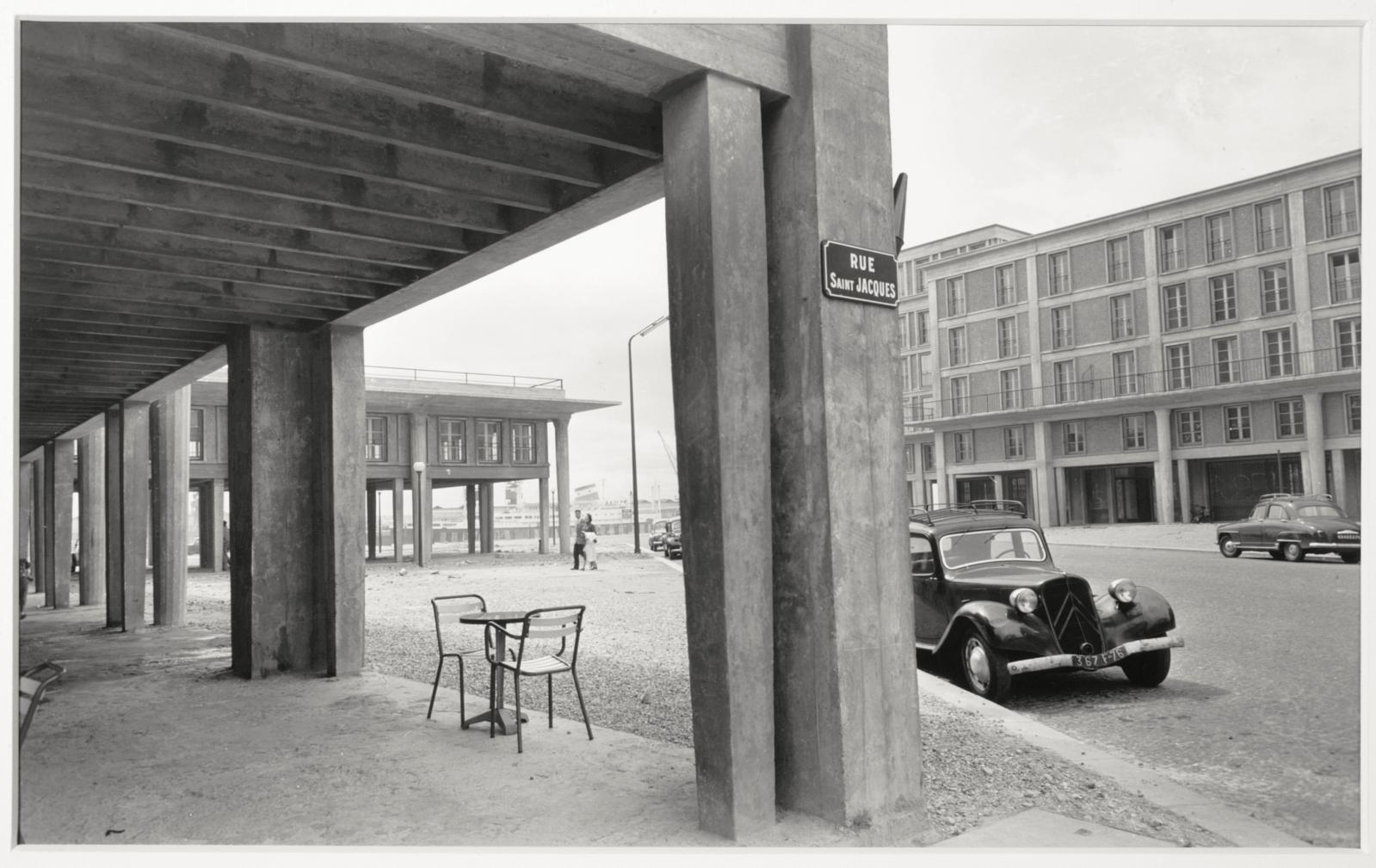 Lucien Hervé, Le Havre, la rue Saint-Jacques, à l'angle de la rue de Paris, 1956-1957, photographie argentique, 32x48,6cm, LeHavre, musée d'art mo