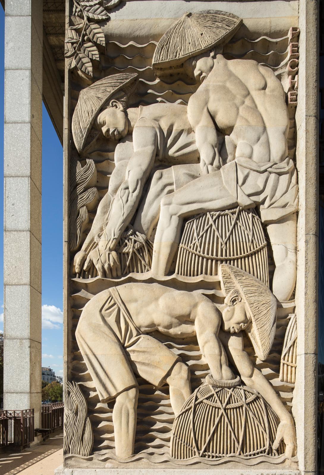 Bas-reliefs d'Alfred Janniot, palais de la Porte dorée, 1931 (détail).