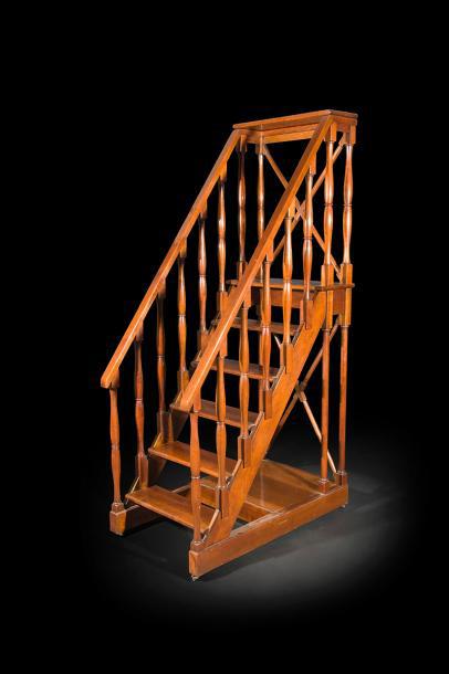 3250€. Escalier de bibliothèqueà six marches, style Directoire, XXesiècle, 203x63cm.Drouot, 21juin 2017.AderOVV.