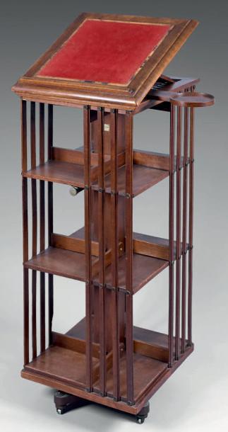 1875€. Petite bibliothèque tournante à trois niveaux, dessus formant lutrin réglable avec porte-flambeau mobile, 114x48cm. Drouot, 21mars 2014.