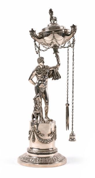 4464€. Italie, vers 1820-1830, lampe à huile de bibliothèque formée d'une figure d'Actéon et son chien, argent creux, h.51,2cm, 2,270g. Drouot, 1