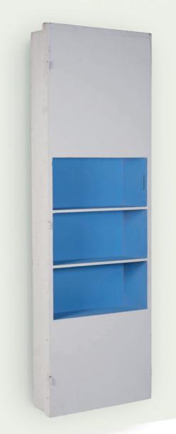 4160€. Charles-Édouard Jeanneret dit LeCorbusier (1887-1965) et Charlotte Perriand (1903-1999), porte bibliothèque, 1952, bois, 208x68,5cm. Neui