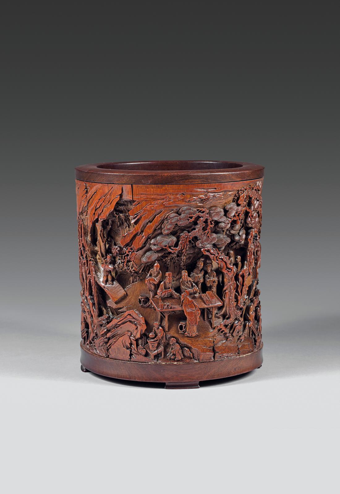 1574950€ Chine, époque Kangxi(1662-1722). Porte-pinceaux bitong en bambou sculpté de scènes de la Légende des sept sages de la forêt de bambous, s