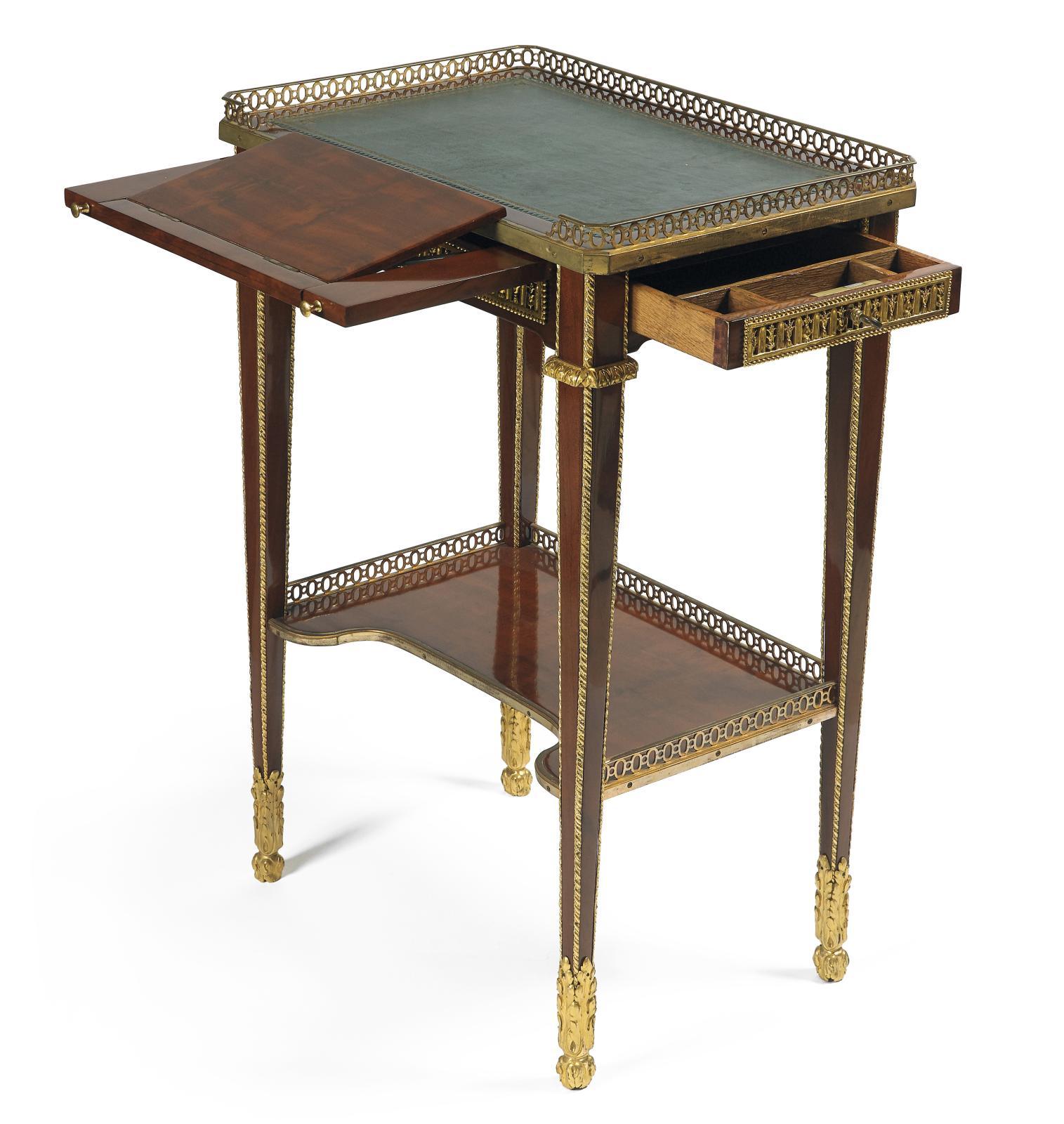 Attribuée à Jean-Henri Riesener (1734-1806), table à écrire plaquée d'acajou, bronze ciselé et doré, ouvrant par un tiroir découvrant trois cases, la