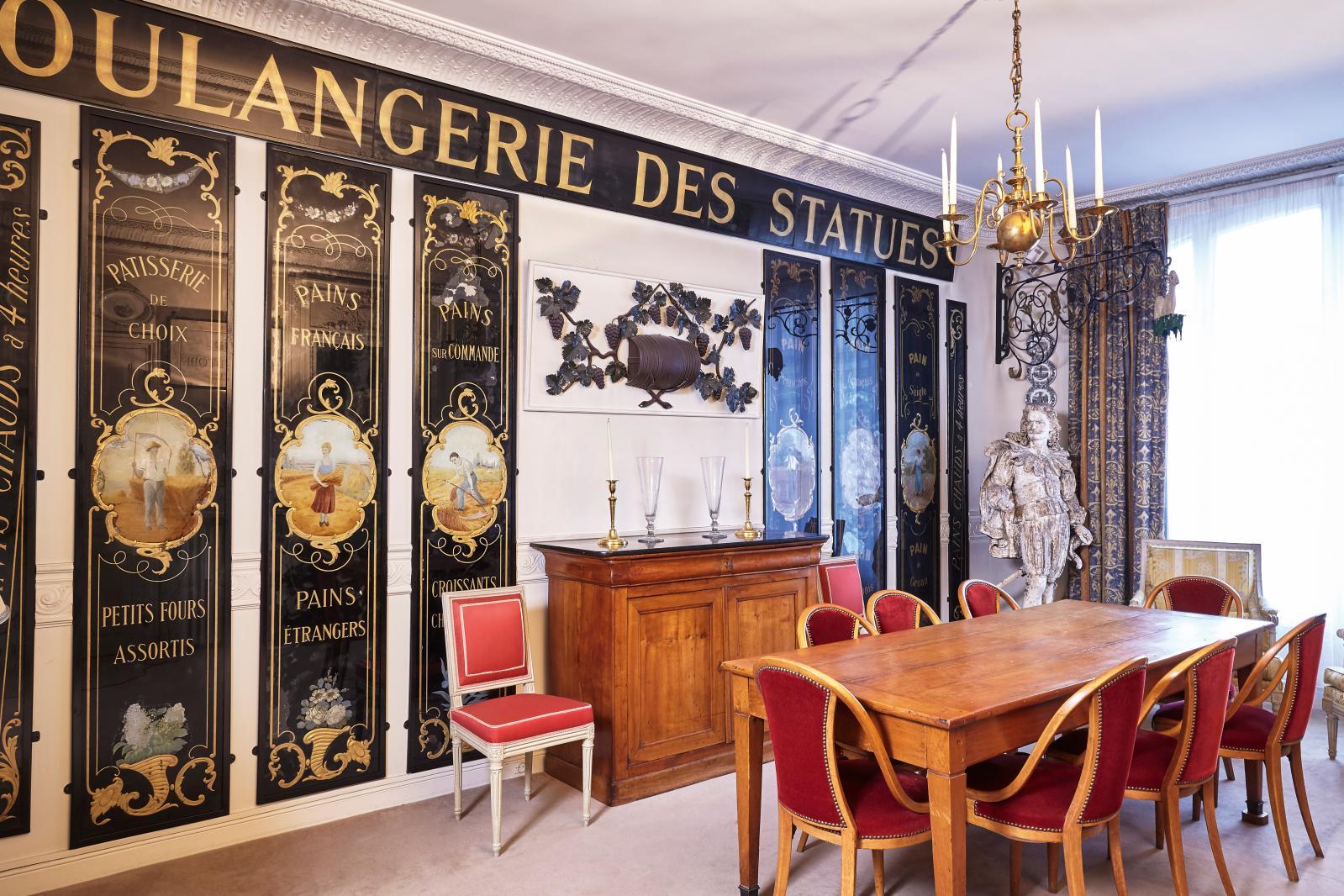 Vue de la salle à manger de l'appartement de la famille Debuisson, boulevard Henri-IV à Paris.