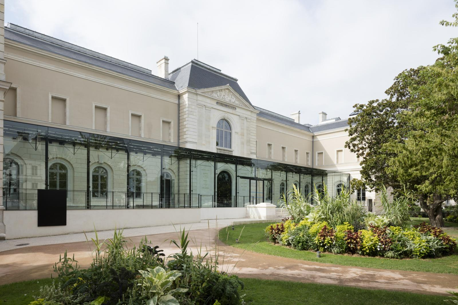 La façade rénovée du musée Girodet.