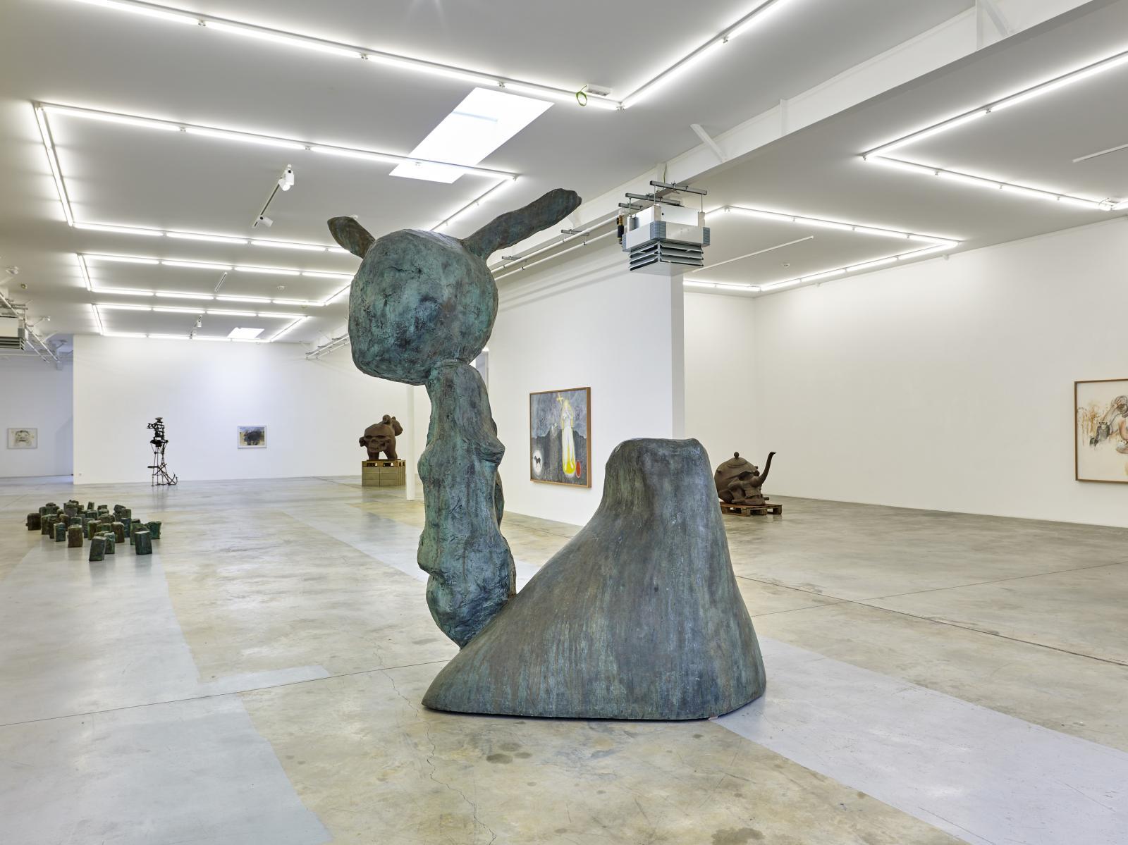Erik Dietman à la galerie du Luxembourg en 2017.