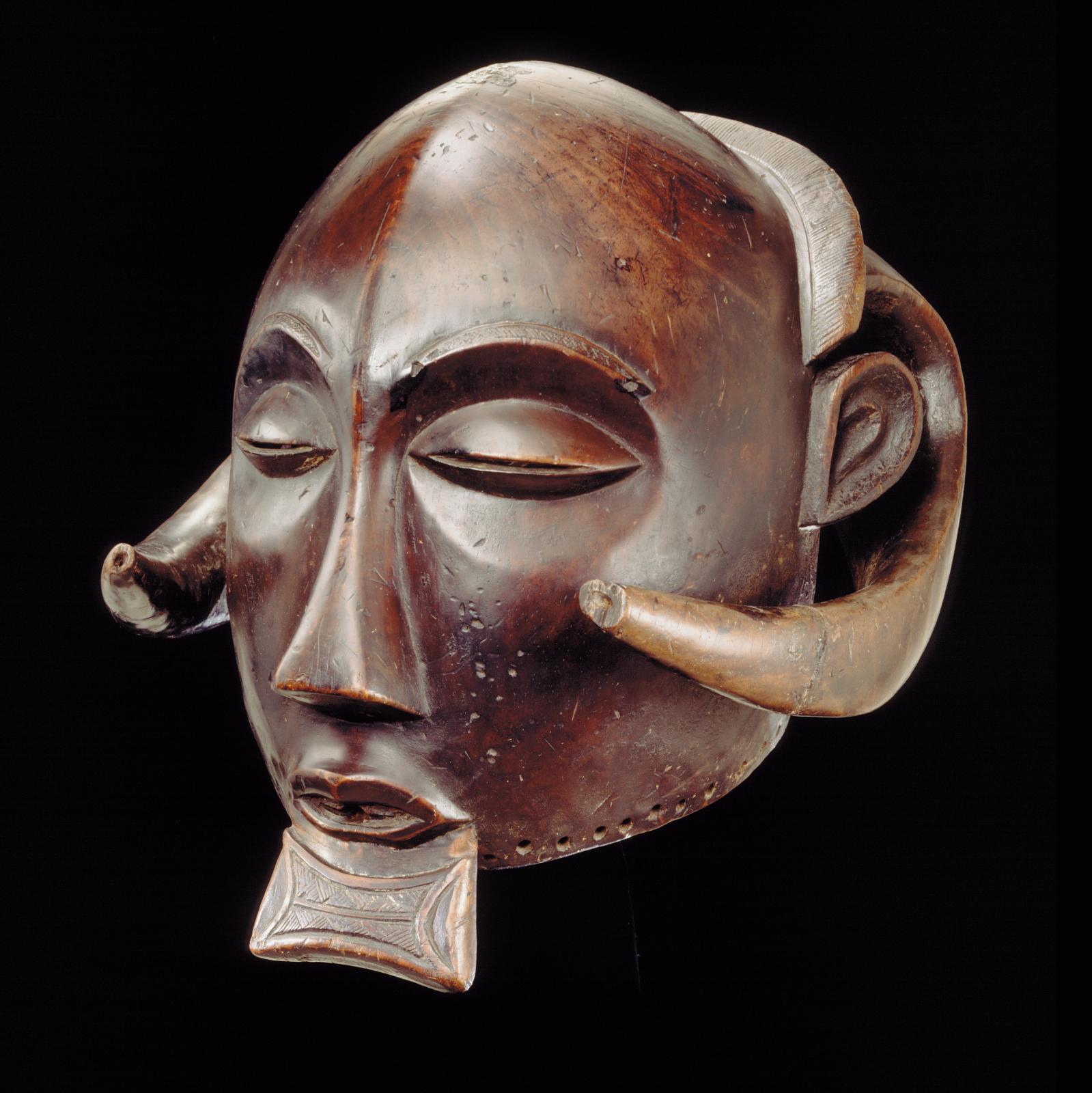 Luba, Katanga, République démocratique du Congo, masque-heaume, bois (Ricinodendron rautanenii), h.39cm.