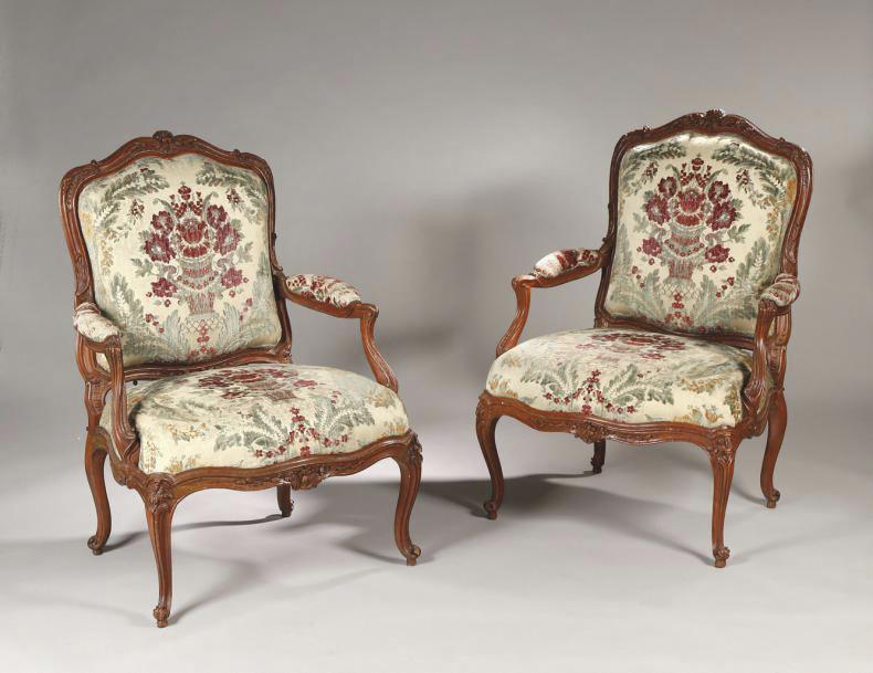 30000€ Louis ICresson(1706-1761), vers 1748-1750, paire de fauteuils «à la reine» à châssis en hêtre sculpté au naturel, 99x75x58cm. Drouot,