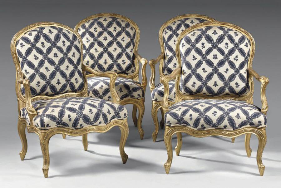 10000€ Nicolas Parmentier(1736-1801), époqueLouisXV, suite de quatre fauteuils en noyer sculpté et doré, décor annonçant déjà le style Transition
