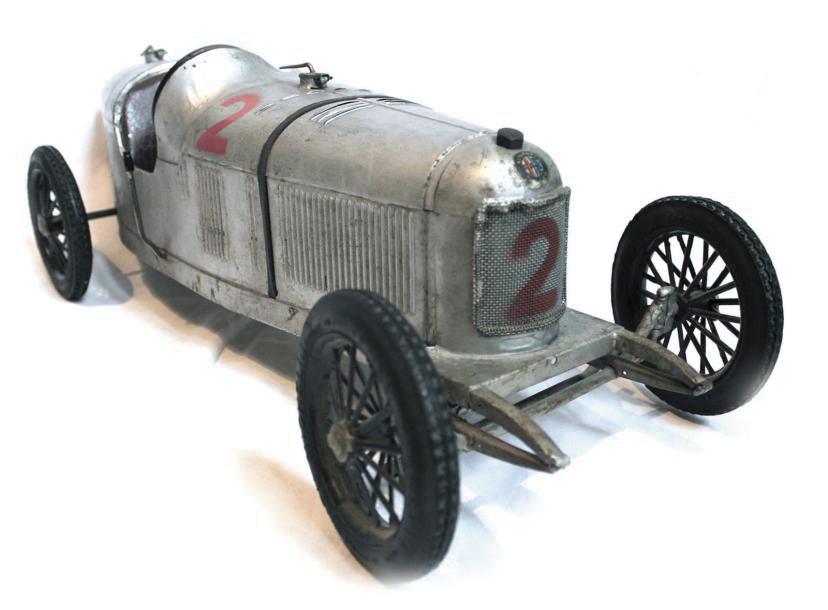 6448€ CIJ, AlfaRomeoP2, 1resérie, peinture et numéro de course d'origine, mécanisme à ressort à réviser, avec sa clé d'origine, bouchon de radia