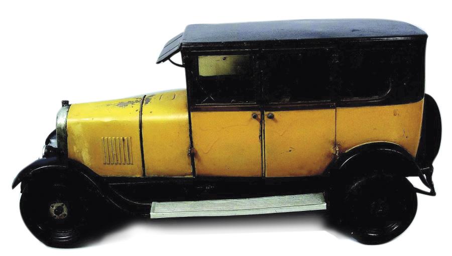 3844€ Conduite intérieure Citroën, modèleB14, échelle1/7, le plus grand jouet de la marque, vers1927-1928, moteur mécanique et phares électriques