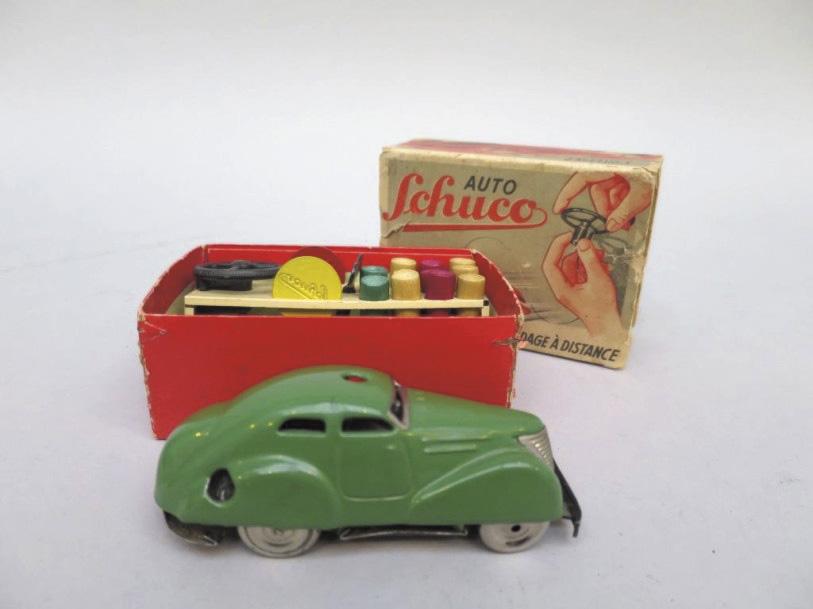186€ Schuco, modèle réduit d'automobile avec guidage à distance, mécanisme et fil, dans sa boîte d'origine avec clé, volant, plots (manquent un plot,