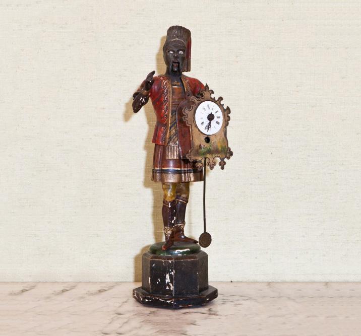 10080€ XIXesiècle. Pendule automate représentant un Maure à la hache, debout sur un socle, h.41cm (accidents). Drouot, 13mai2016. Kâ-MondoOVV.