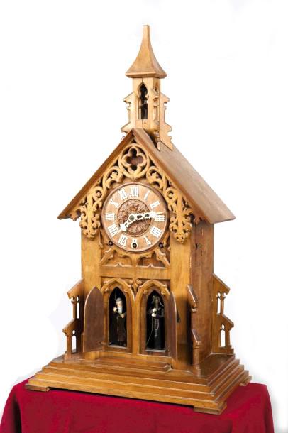 1280€ Style Forêt-Noire, penduleà automates en forme d'église gothique en bois sculpté et ajouré, chiffres du cadran en ivoire, sonne les heures, le