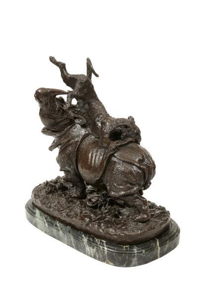 66300€ Christophe Fratin (1801-1864), Rhinocéros attaqué par un tigre, 1836, bronze à patine brune, fonte de Quesnel, signé, 45x46x25cm. Drouot