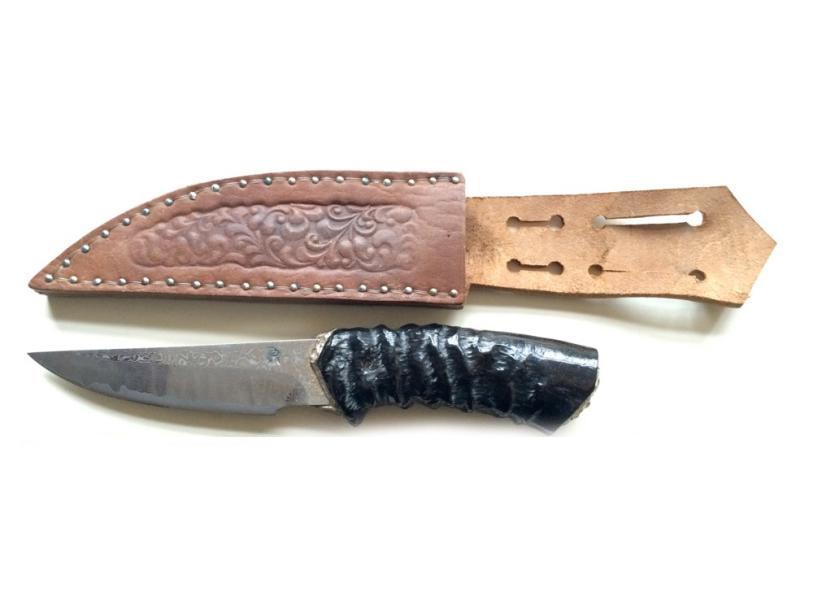 1375€ Pierre Reverdy, maître d'art, couteau droit «gazelle» à lame damas sandwich 122couches, manche buffle sculpté, fonte à la cire perdue, argent