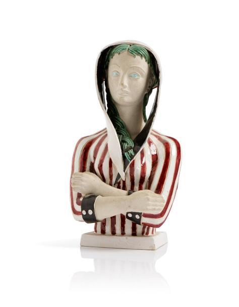 1040€ Colette Guéden et atelier Primavera, sculpture en céramique émaillée polychrome à sujet d'un buste de femme vêtue d'un capuchon rayé, 44x22