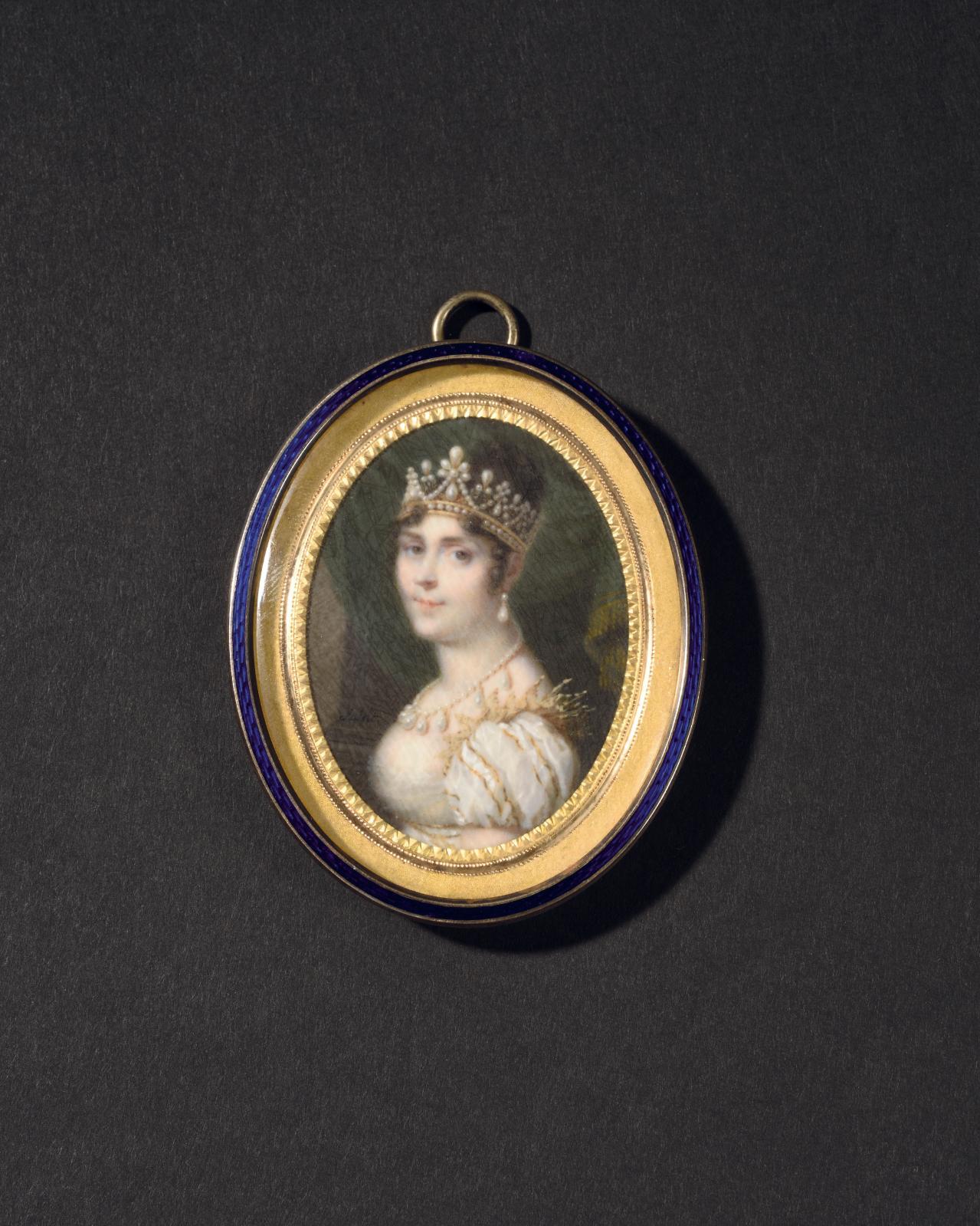 Le musée des châteaux de Malmaison et de Bois-Préau conserve un portrait similaire de L'Impératrice Joséphine portant sa parure de perles, une miniatu