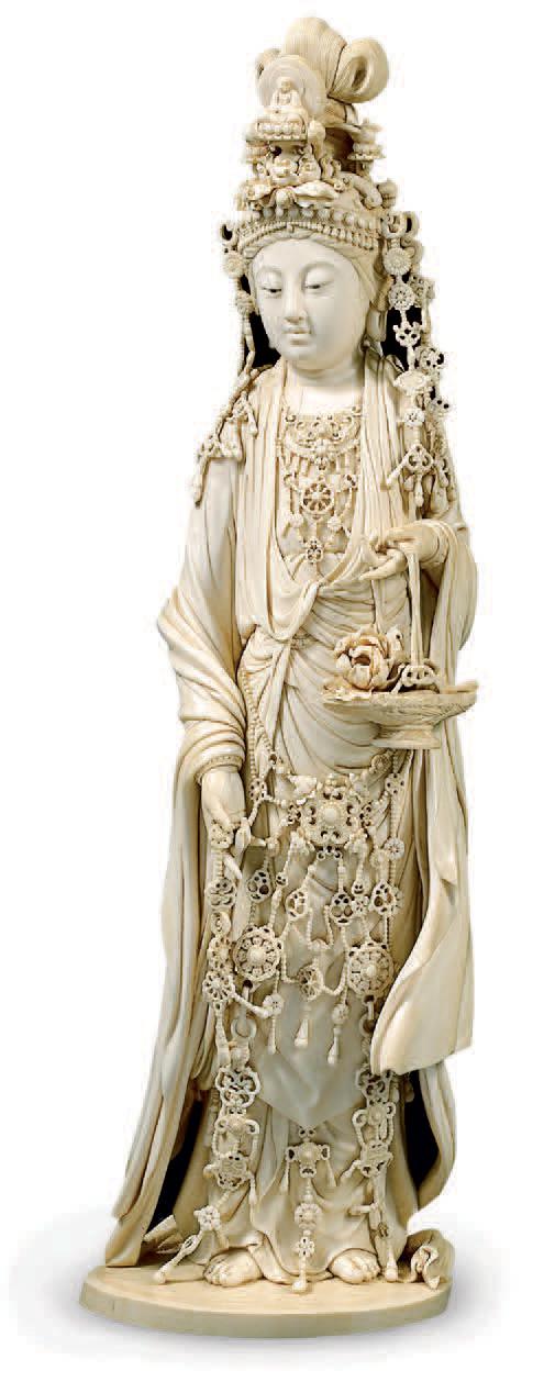 Okimono en ivoire figurant la déesse Kannon, signé Shôtô, Japon, XIXe siècle, école de Tokyo. H. 45 cm.Paris, Tajan, 12 juin 2006. M. Ansas.18 498 € f