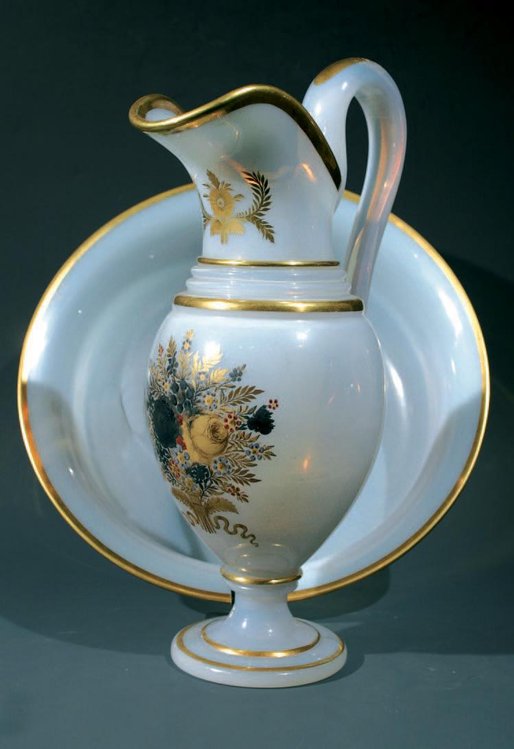Aiguière et son bassin en cristal d'opale savonneux, décor de Jean-Baptiste Desvignes, époque CharlesX, h. de l'aiguière 30cm.3908€ frais compris.
