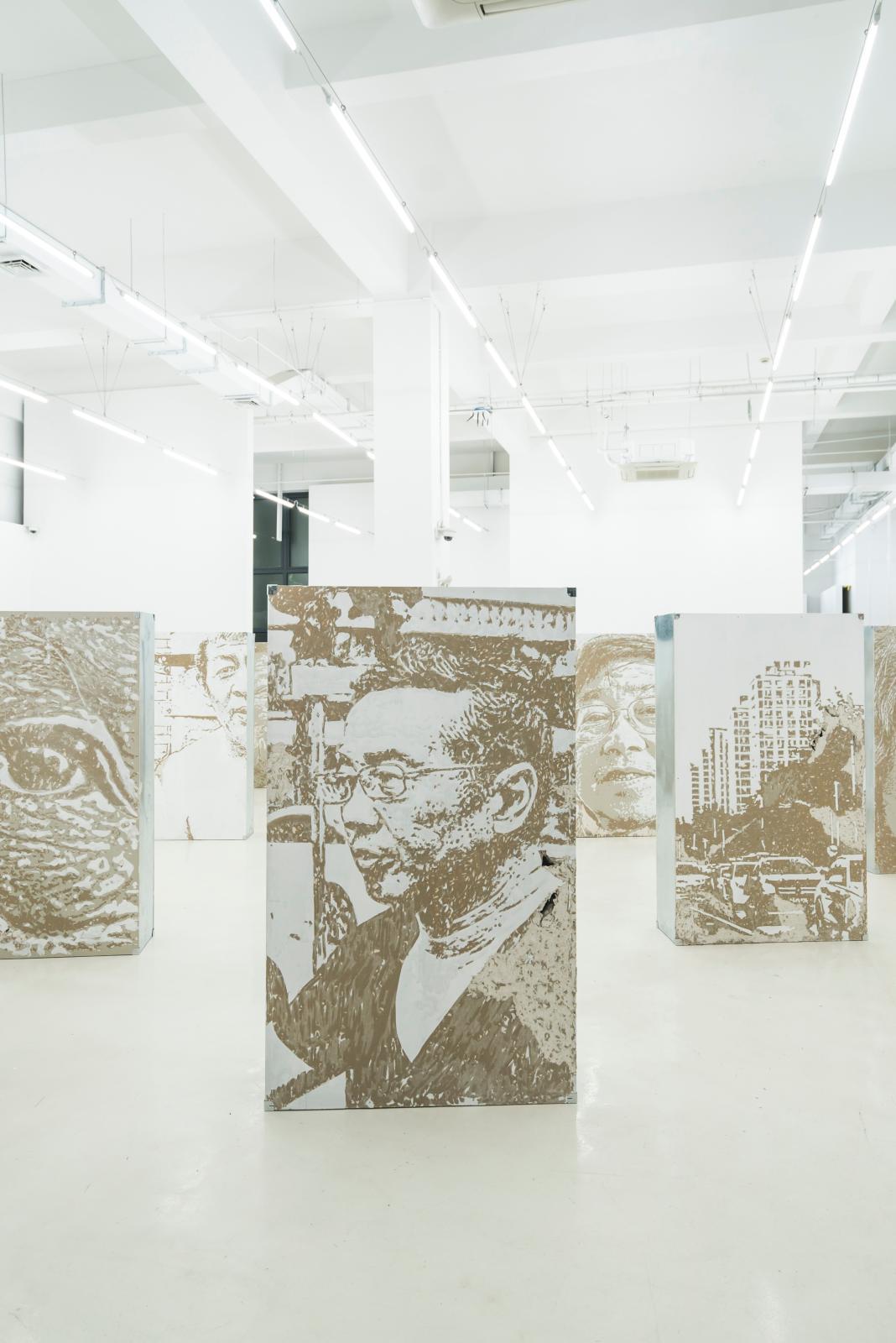 Exposition «Realm», œuvres de l'artiste portugais Vhils, à la galerie Danysz, Shanghai.
