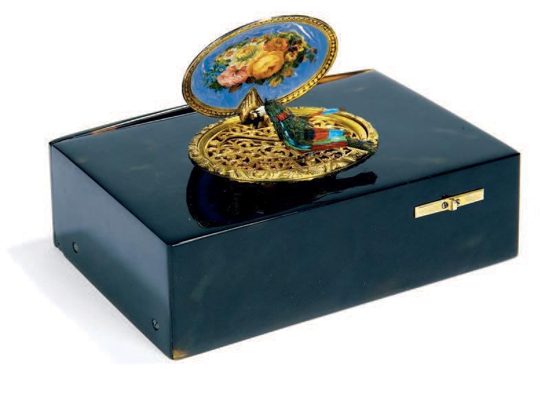 Jacques Bruguier, tabatière à oiseau chanteur, coffret en écaille brune orné d'un médaillon émaillé, vers 1855, 9,5x6,3x3,5cm. Paris, Hôtel Dassa