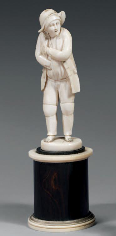 Jeune marin en ivoire, coiffé d'un chapeau et portant des genouillères, Dieppe, fin du XVIIIe siècle, h.22cm. Paris, Drouot, 5décembre2008, Beauss