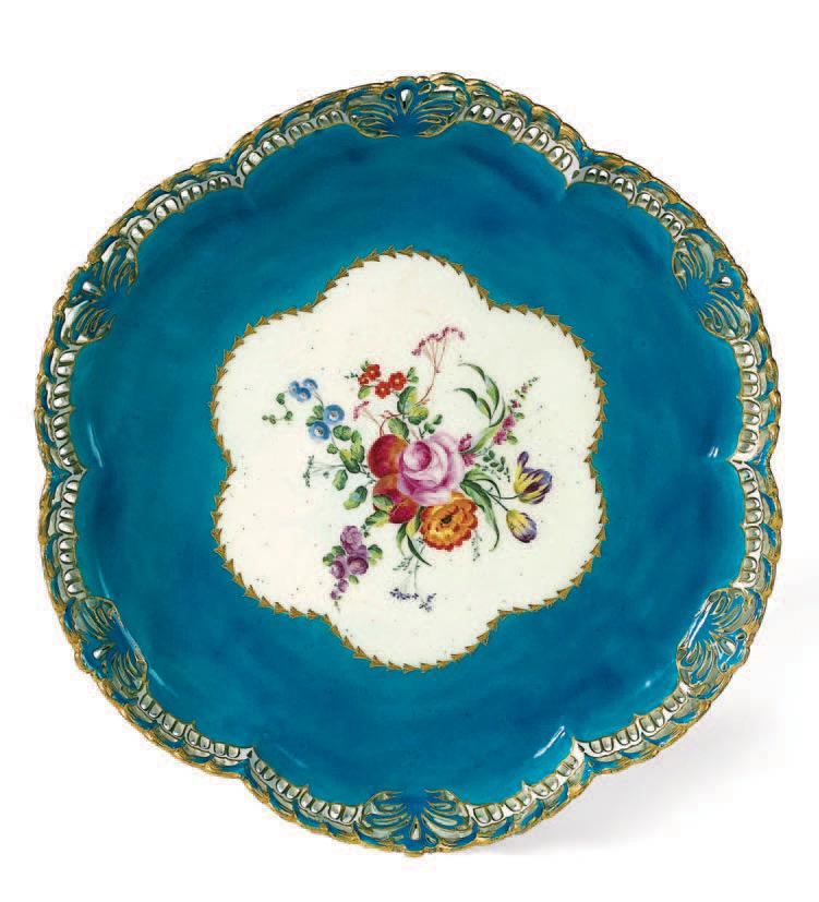 Plateau corbeille rond à ornements à fond bleu céleste du premier service de Louis XV, 1754-1755.Paris, 20 juin 2006,Artcurial SVV. M. Lefebvre.172 70
