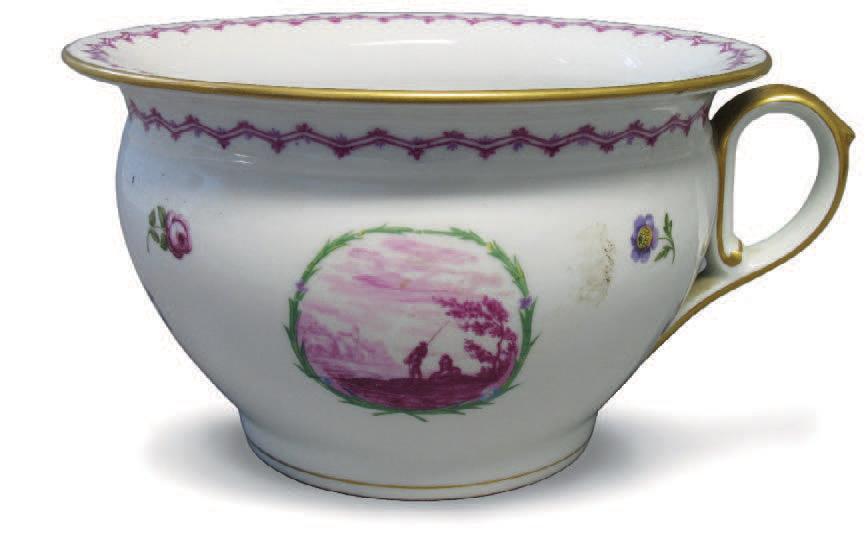 Vase de nuit en porcelaine blanche à décor de paysages en cartouche et semis de fleurs. Limoges, Théodore Haviland.Nantes, Kaczorowski, 2/3 avril 2005
