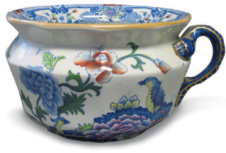 Vase de nuit en porcelaine à pans, décor floral à la vignette polychrome, Mason'sNantes, Kaczorowski, 2/3 avril 2005, collection Chenal.45 €.