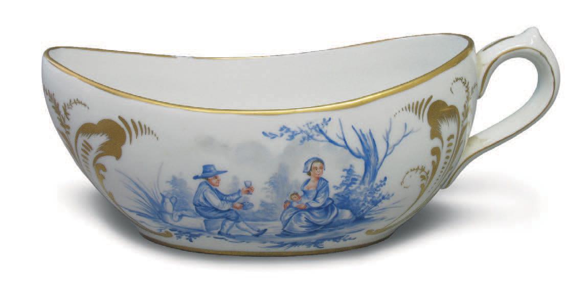Bourdaloue en porcelaine décor d'une scène et d'un paysage camaïeu bleu alternés de rocailles et fleurettes or.Nantes, Kaczorowski, 2/3 avril 2005, co