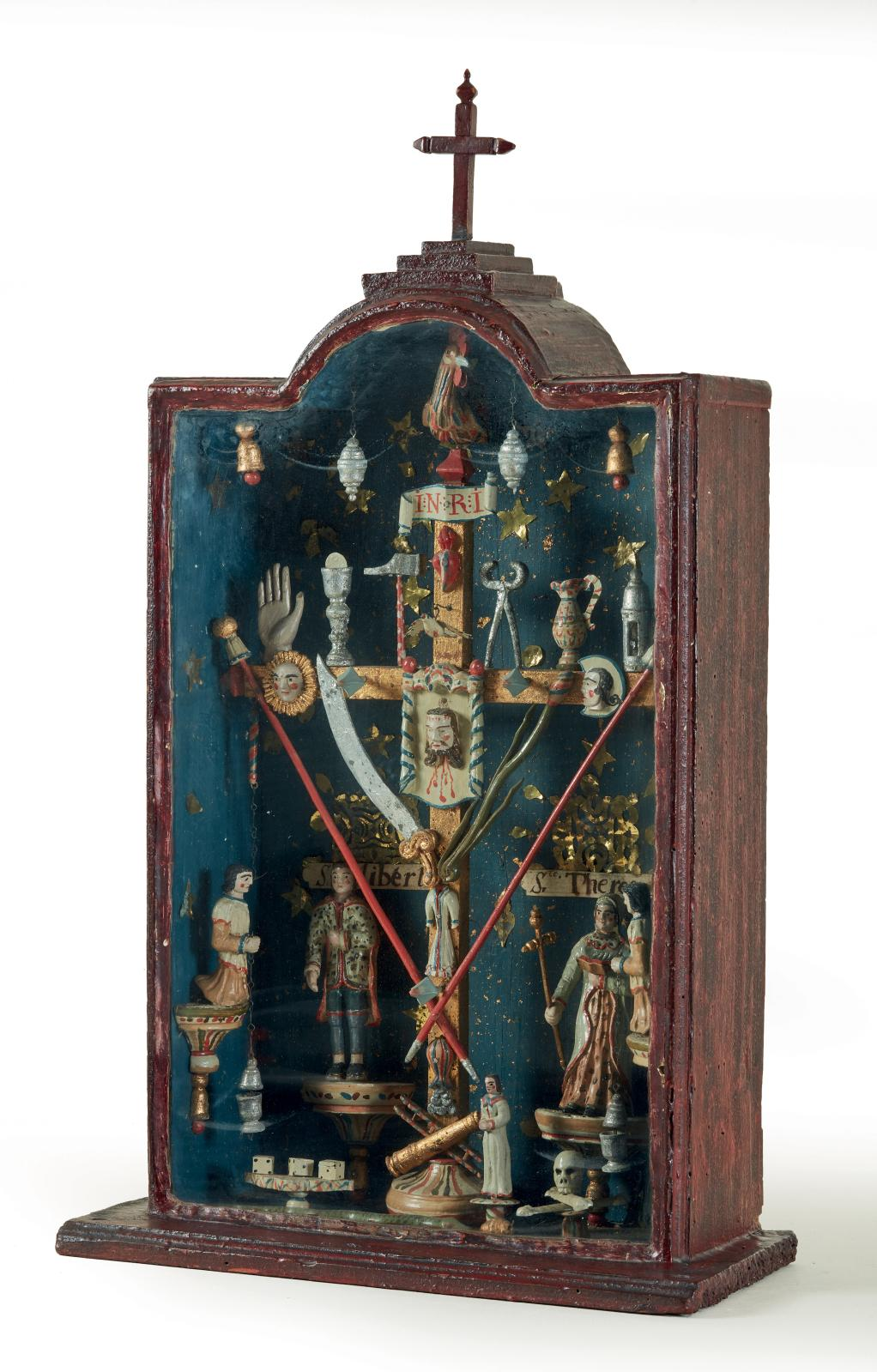 Croix de cabine de marinier du Rhône aux instruments de la Passion, dans une niche sous verre se détachant sur un fond bleu nuit étoilé, bois sculpté