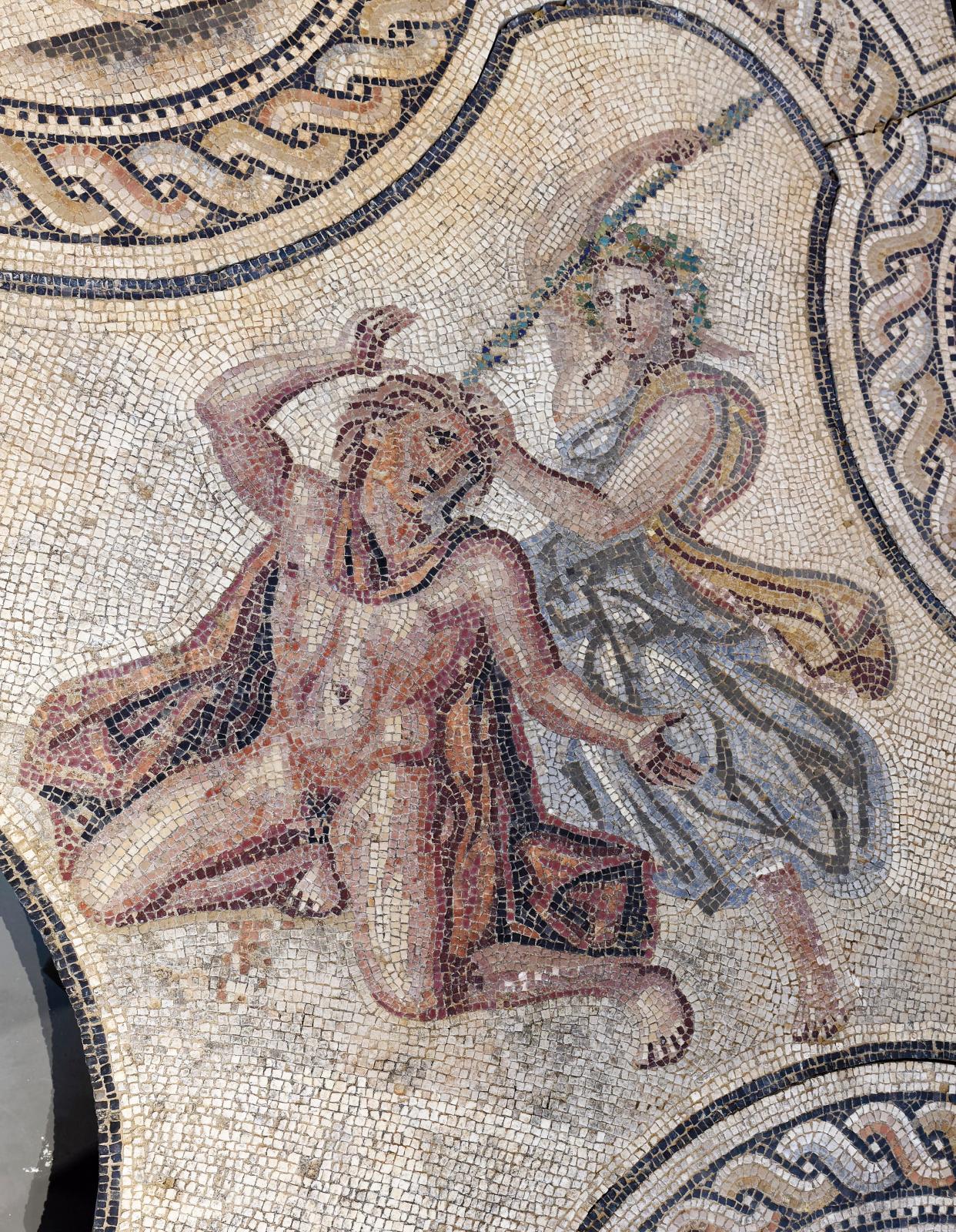 Musée de la Romanité, Nîmes, mosaïque de Penthée, époque romaine (IIesiècle), détail: scène centrale représentant le meurtre de Penthée par sa mère