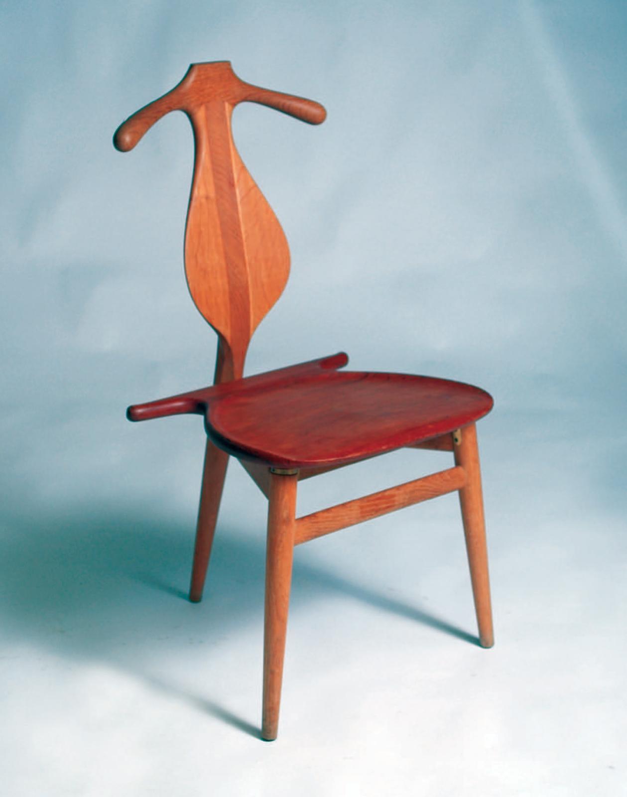 Hans Wegner, chaise Valet, modèle no 250, teck, le dossier et l'assise à abattant formant valet de nuit, exécutée par Johannes Hansen, 1953.Paris, Dro