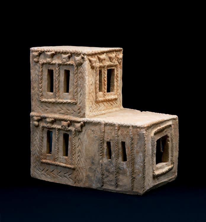 Maquette architecturale en terre cuite beige, vallée de l'Euphrate, XIIIe-XIIesiècleav.J.-C., 40,8x20,2x41,4cm.Paris, Drouot-Richelieu, 30mai