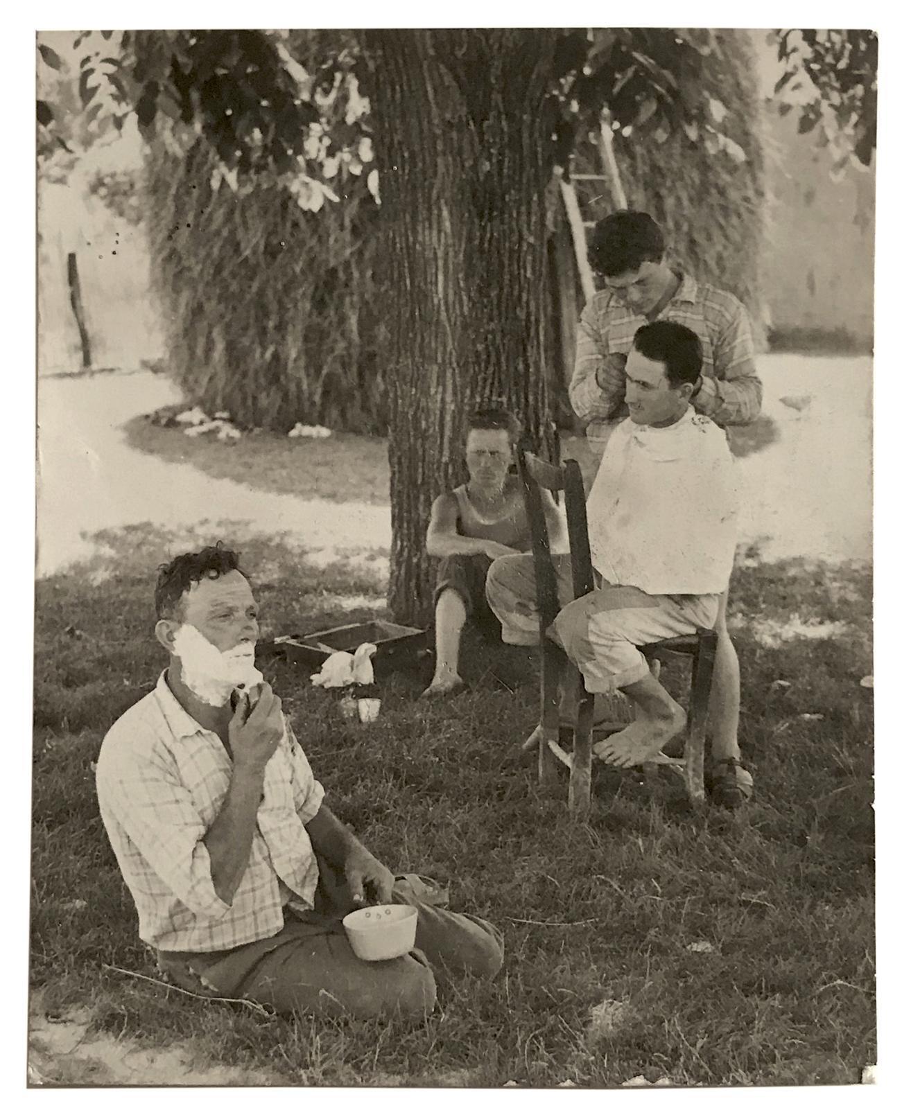 Mario Giacomelli, La Domenica in Campana, 1954, 9,5x7,5cm tirage argentique d'époque.