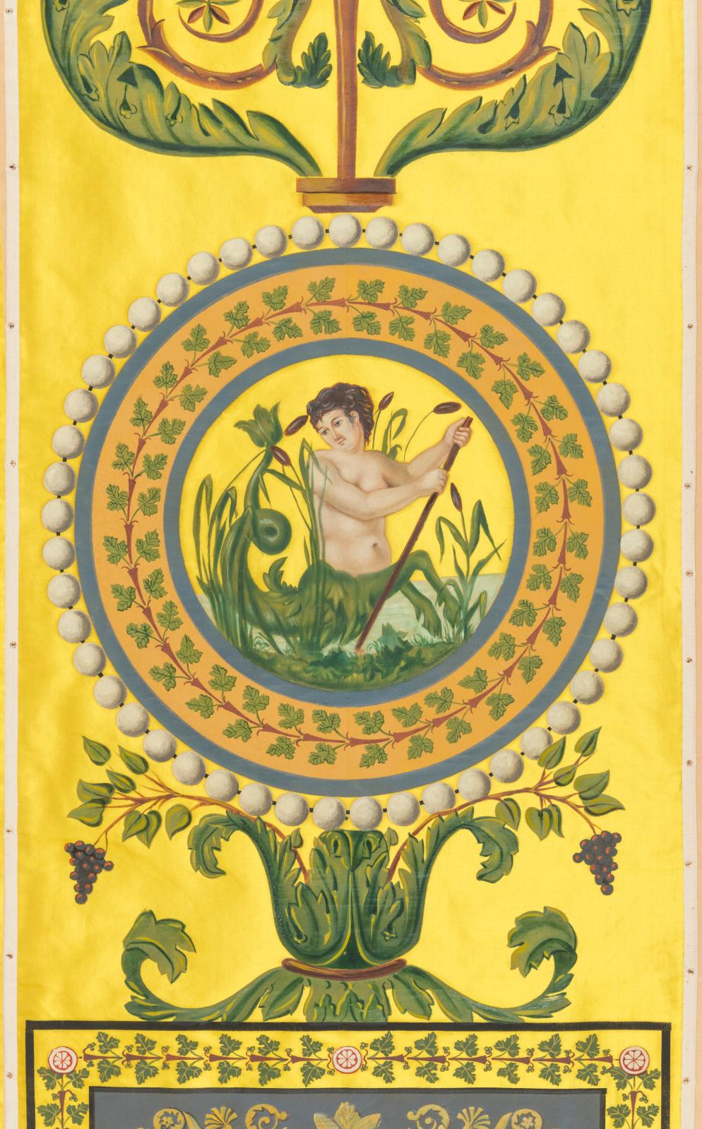 Tenture de soierie peinte de motifs antiques et de paysages, reproduction à l'identique des années 1950 du modèle orignal réalisé pour cette pièce en