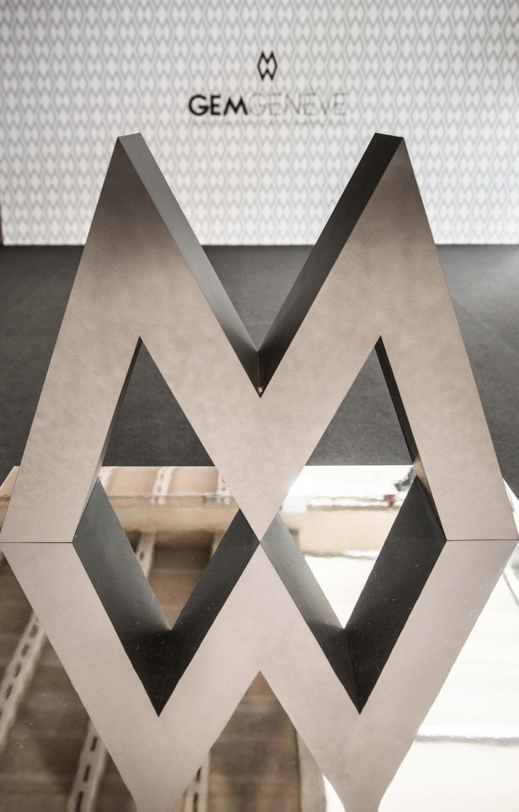 Logo miroir du salon GemGeneve pour son édition de lancement.