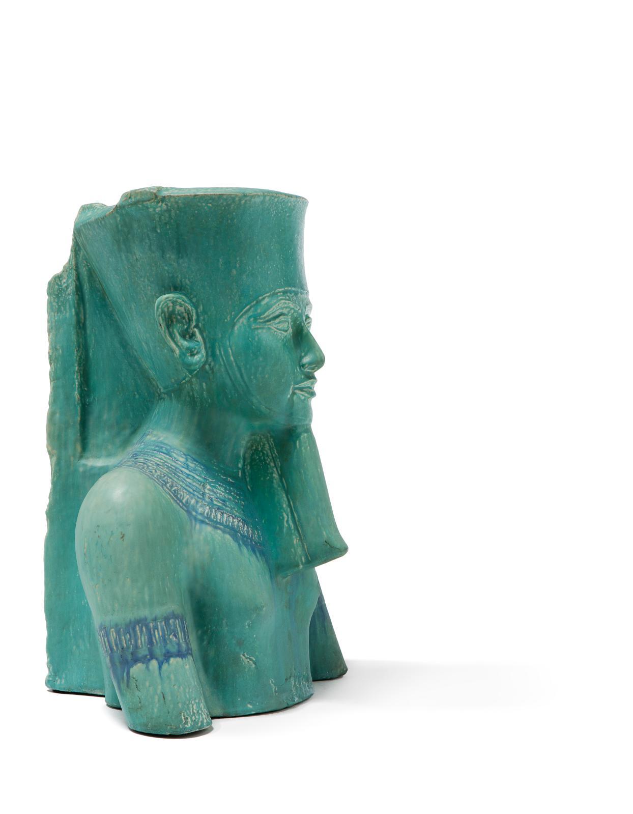 Émile Muller &Compagnie, Toutankhamon, sculpture en céramique à couverte émaillée représentant le pharaon en buste, 54x31x36cm. Paris, Drouot, 7