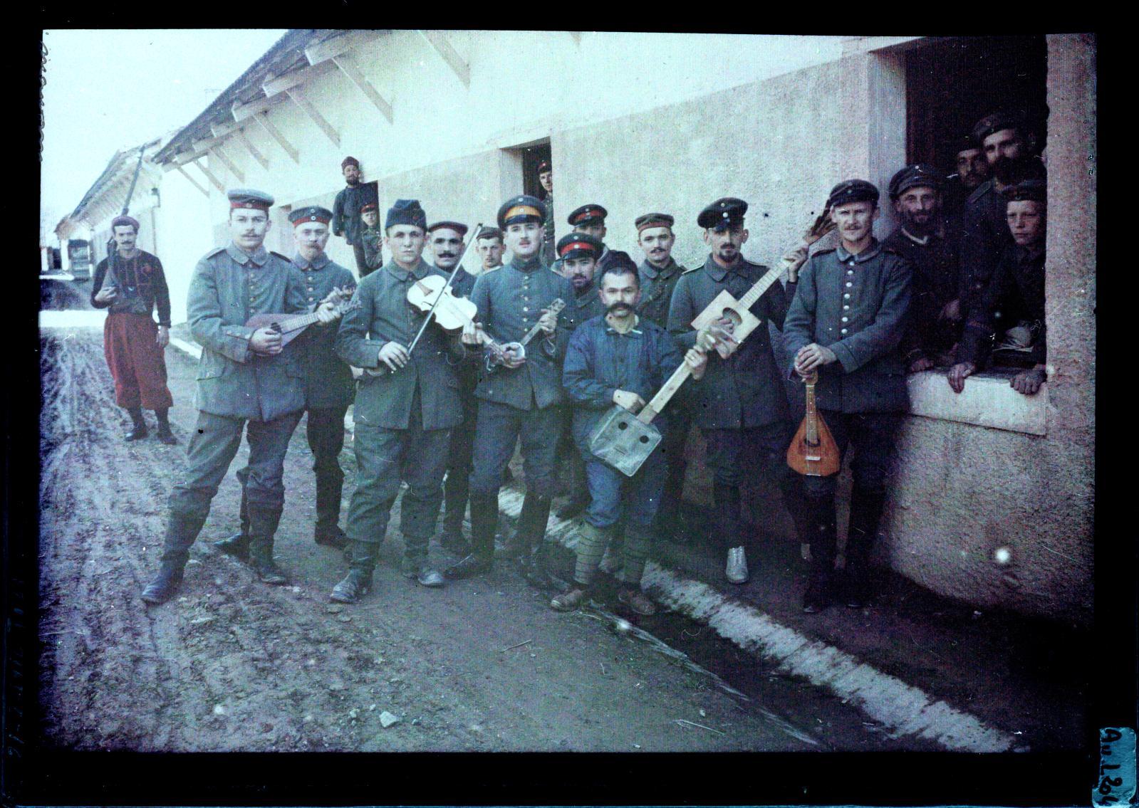 Albert Samama-Chikli (1872-1923), L'Orchestre du camp de prisonniers allemands de Tizi-Ouzou 14-18, autochrome.