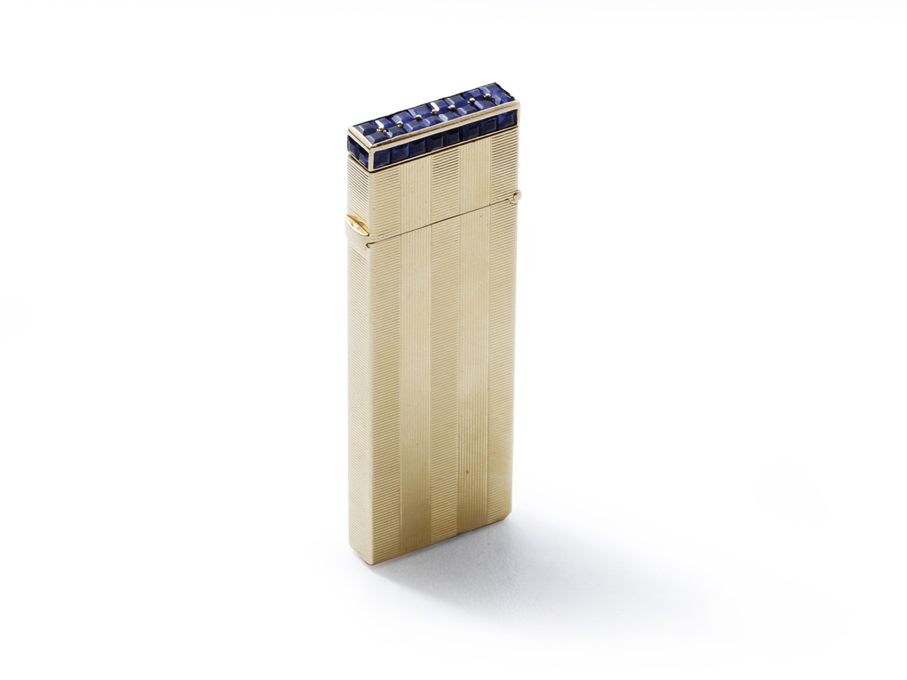 Van Cleef & Arpels, gold lighter guilloched with grooves. Paris, Drouot, Coutau-Bégarie auction house, 27 February, €2,190.