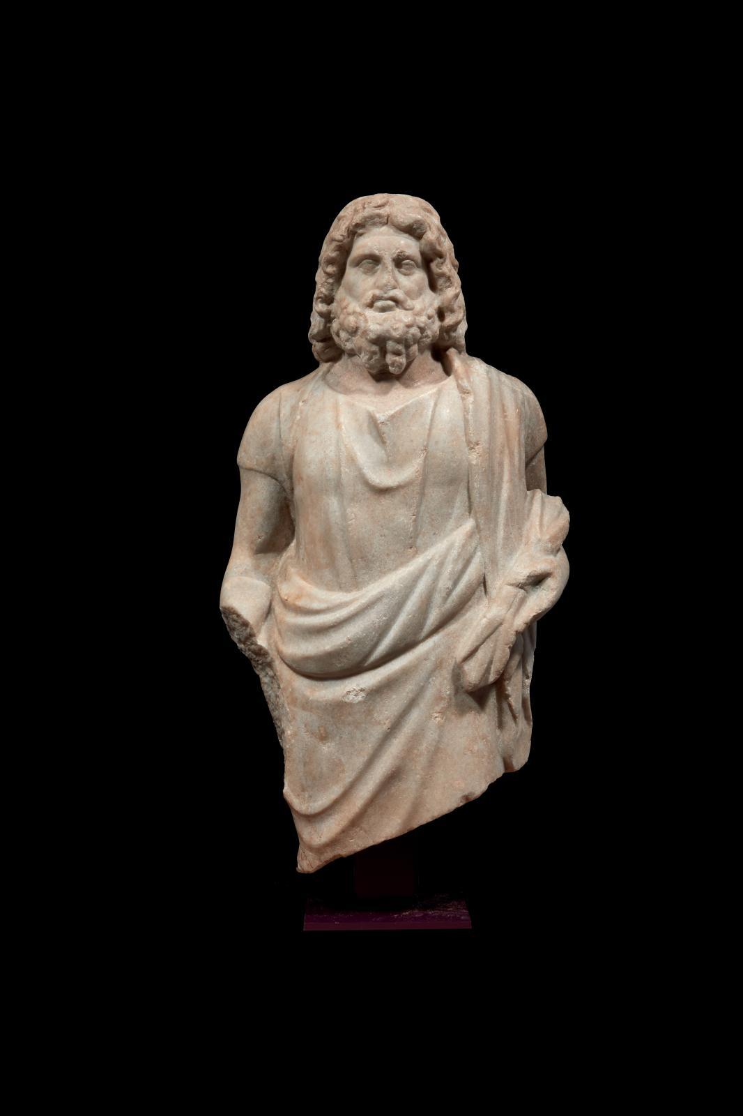 Art romain, IIe-IIIesiècles. Statue du dieu Jupiter-Sérapis, marbre, h.50cm. Estimation: 52000/60000€