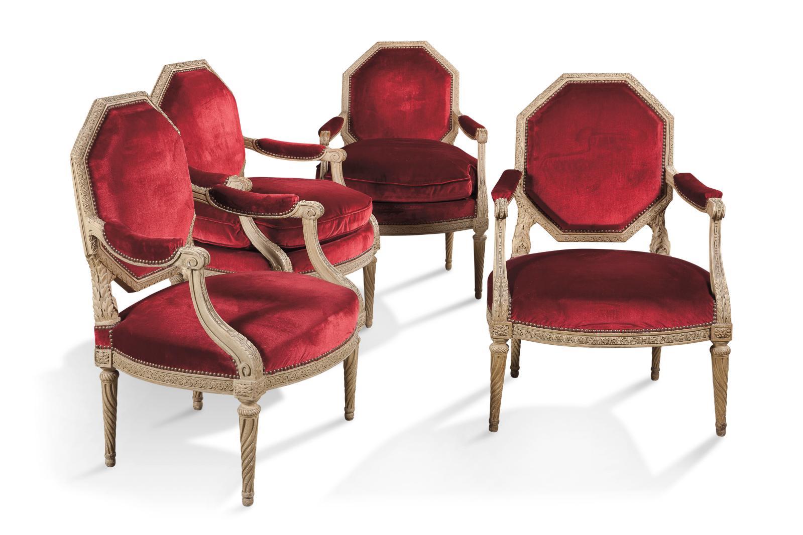 Époque LouisXVI, vers 1780, estampillés S.Brizard. Suite de quatre fauteuils en hêtre, mouluré et sculpté d'entrelacs et de feuillages, garnis de ve