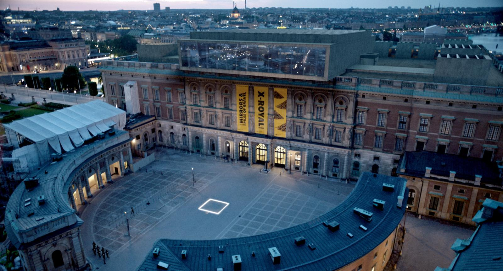 Le musée d'art contemporain X-Royal qui apparaît dans le film est en réalité le Palais Royal de Stockholm, rehaussé à la palette graphique. ©Fredrik