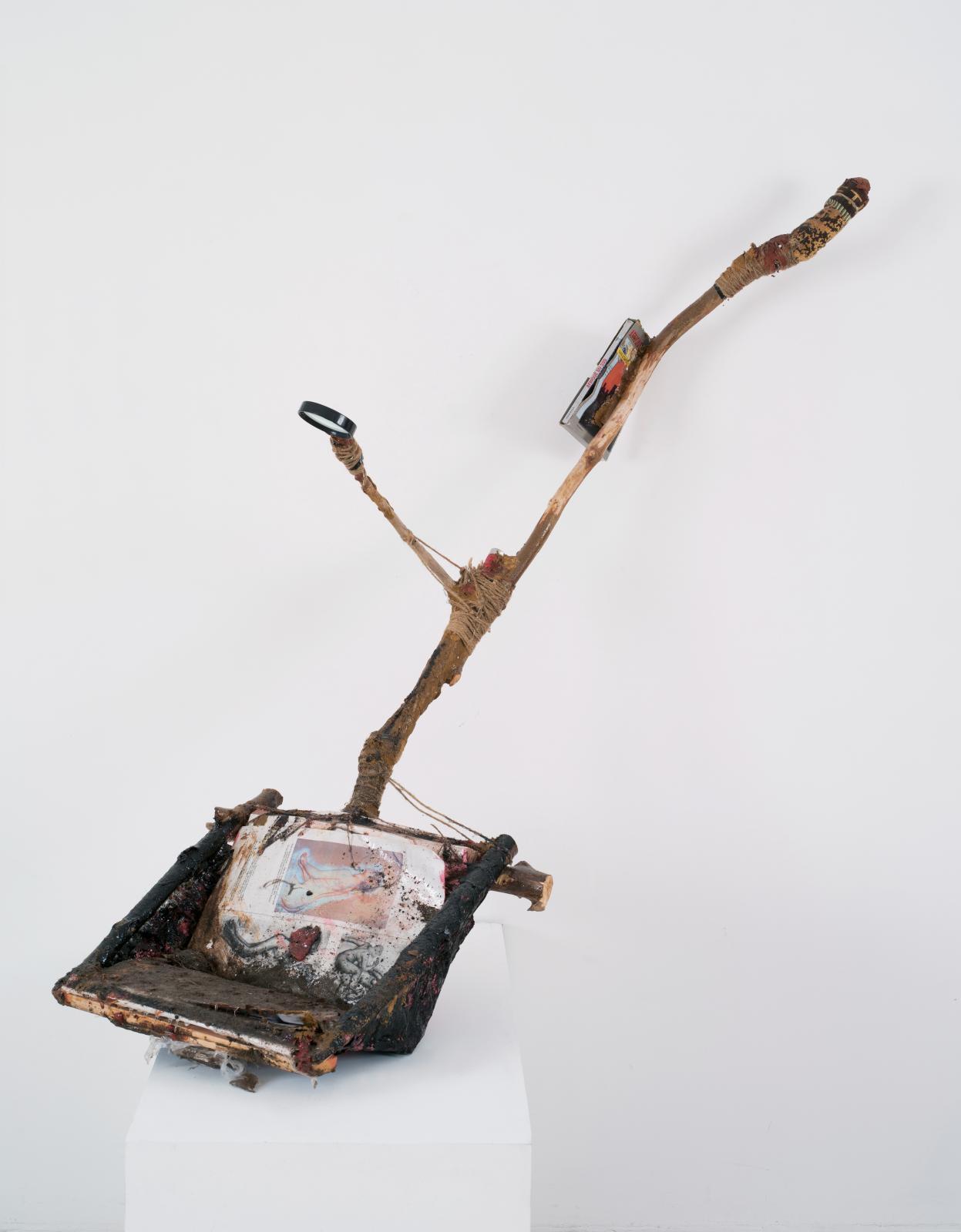 Reading Shovel, 2015, technique mixte, 153x52x48cm. © Bertrand HUET/TUTTI IMAGE. Courtesy de l'artiste et Galerie Nathalie Obadia, Paris/Bruxelle