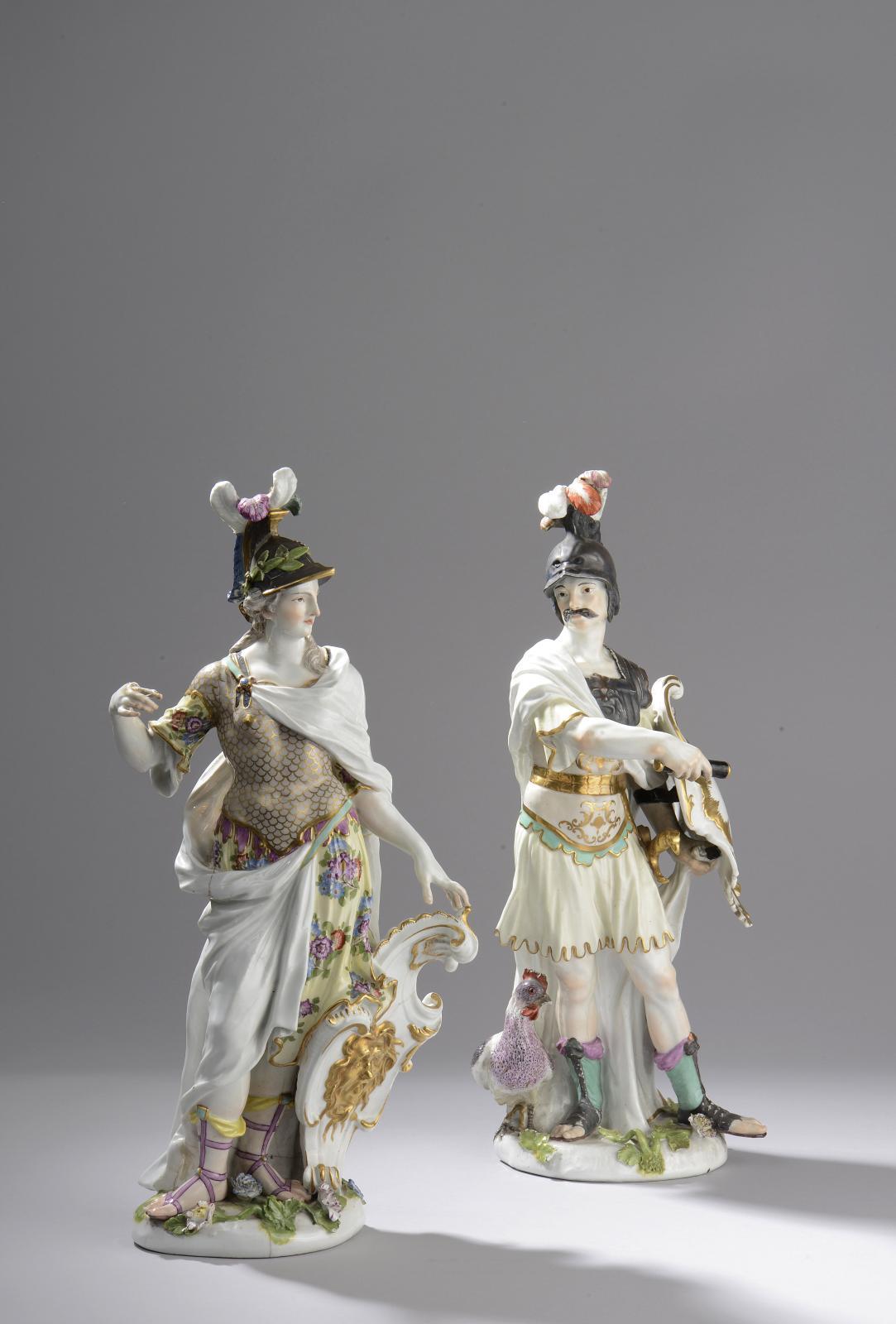 Paire de figures représentant Mars et Minerve debout en cuirasse, vers 1750-1755, porcelaine, h.43cm et 41,5cm. Saint-Cloud, 9février 2014. Le Flo