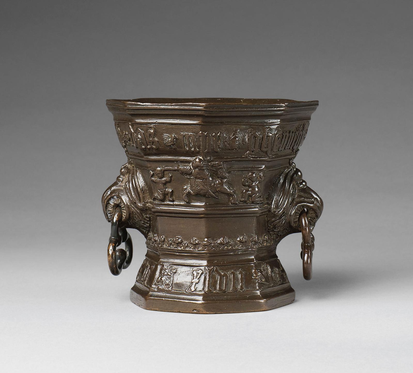 Un mortier attribué à l'atelier Hachmann Le 17mai, Lempertz consacrera un catalogue entier à la collection Schwarzach, uniquement constituée d'une ce